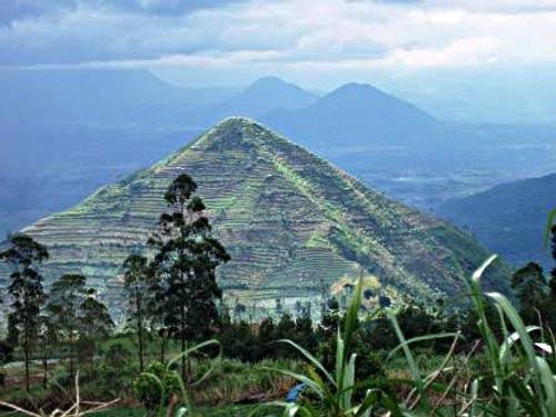 Gunung Sadahurip , Candi.web.id (Foto: Turangga Seta)